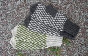 1219 Mitt with checkerboard pattern