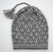 "3525 - Beanie ""Peace"" with tassel"