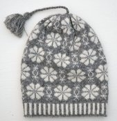 "3526 - Öland beanie ""Flower & Windmill"" with tassel"