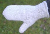 1252 Mitt in twined knitting