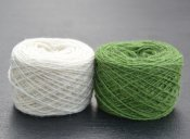 Thin yarn white green