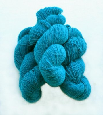 6/1-4101 Turquoise on white wool