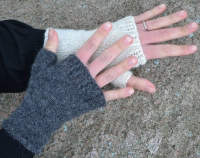 12135 Half mitts with lace edge