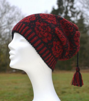 "3520 - Beanie ""Roses"" with tassel"