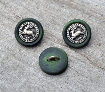 "Button ""Red deer"" 18 mm"