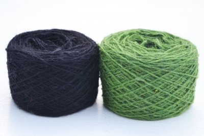 Thin yarn black green