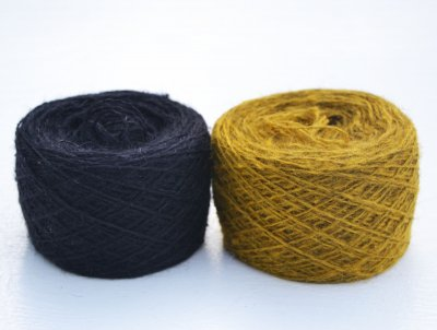 Thin yarn black lion yellow