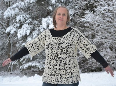 1543 Tunic in crochet squares
