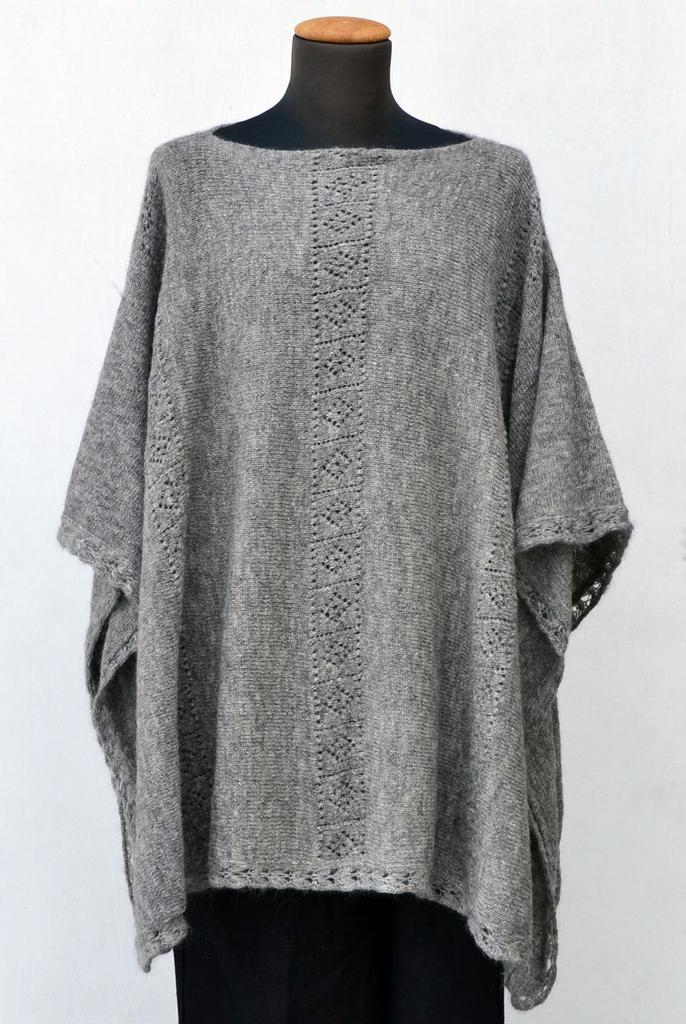 3226 - Poncho with lace pattern - Ponchos 3629d4eba8f91